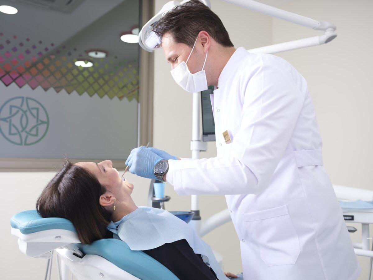 Diş Kaplama İşlemi Sonrasında Yapılması Gerekenler Nelerdir?